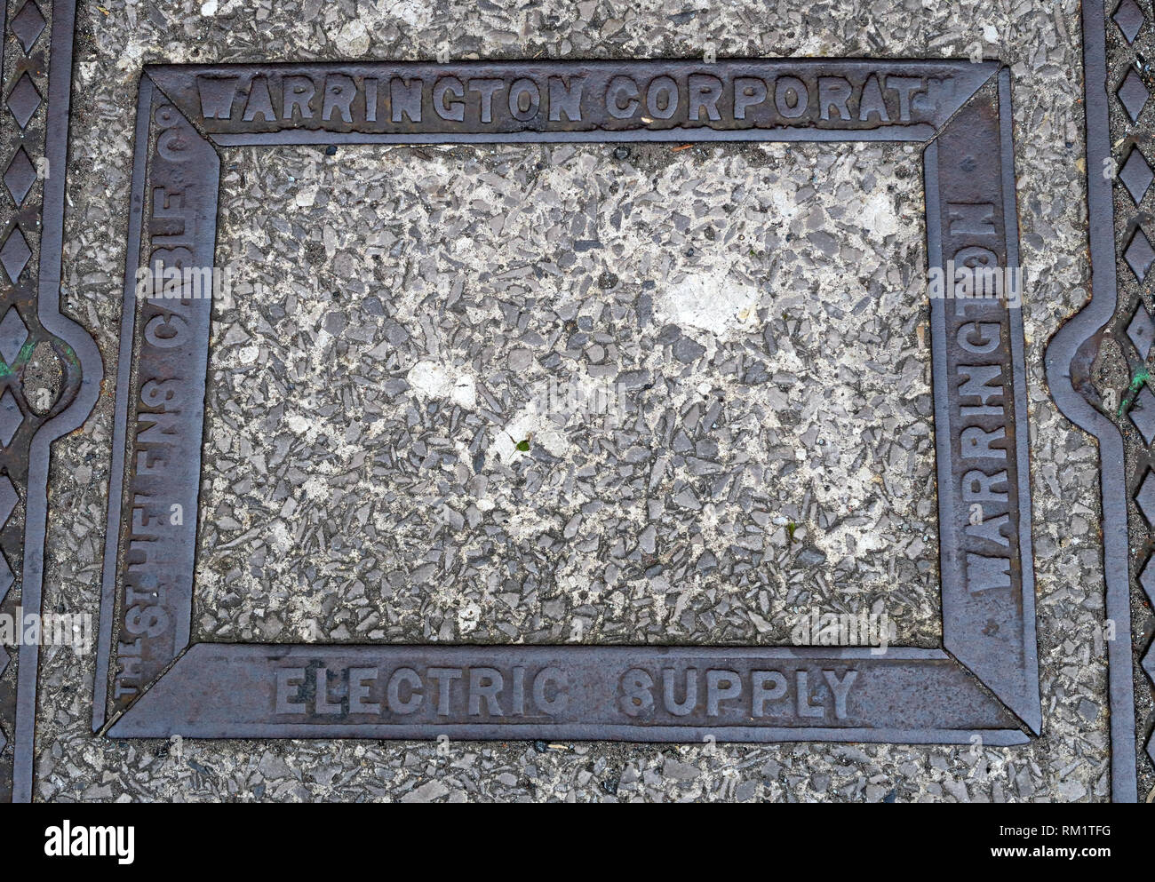 Grid Cover, Warrington Corporation, Electric Supply, St Helens Cable Company Stock Photo