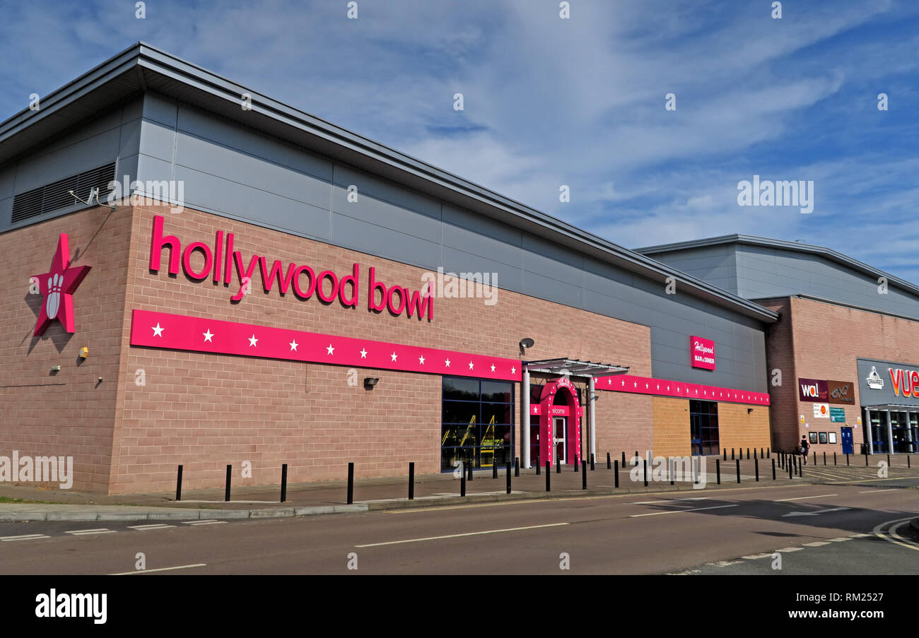 Hollywood Bowl Chain tenpin bowling alley, Oxford Bulls Kassam stadium, Ozone Leisure Park, Grenoble Rd, Oxford, England, UK,  OX4 4XP - Stock Image