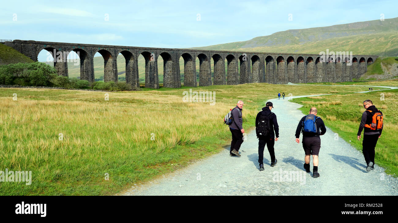 Country Walkers at Ribblehead Viaduct (Batty Moss Viaduct) which carries the Settle–Carlisle railway, Carnforth, LA6 3AS - Stock Image