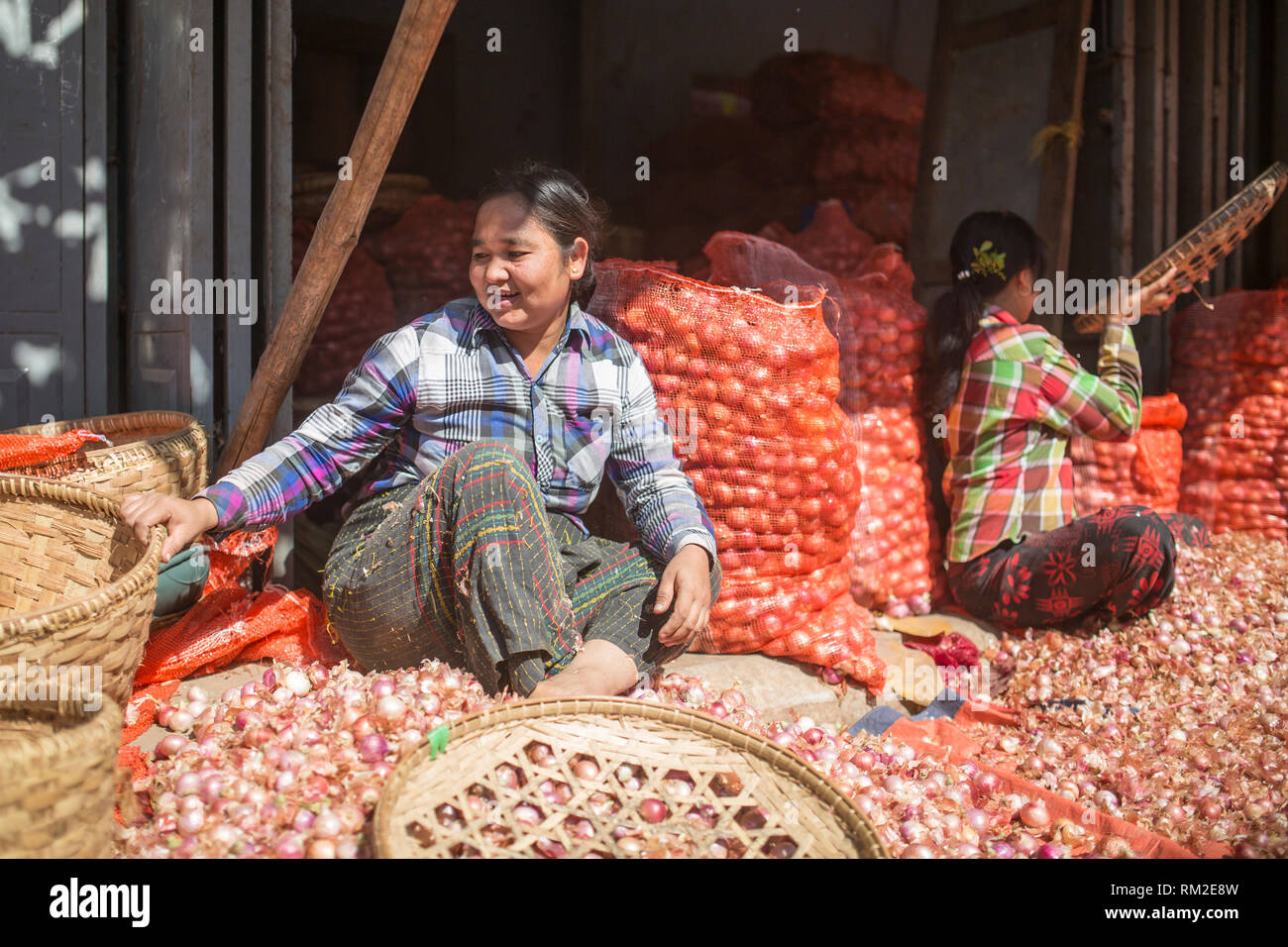 MANDALAY, MYANMAR - JANUARY 13, 2016: Unidentified people working at the market in Mandalay , Myanmar on January 13, 2016 - Stock Image