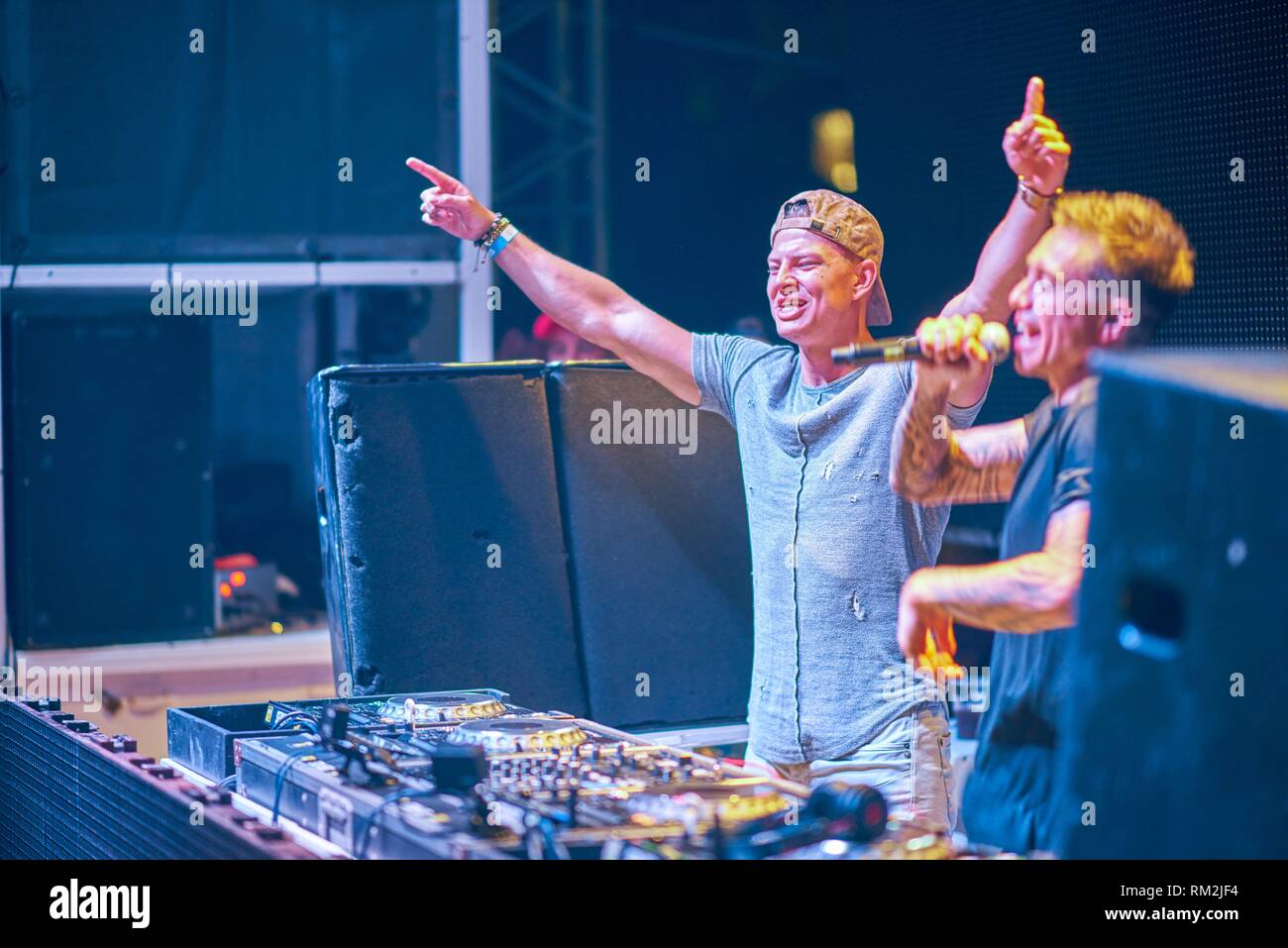 famous Instagrammer and fitness coach ´Student Aesthetics´ rising arms next to DJ Headhunterz playing at music festival Starbeach in Hersonissos, - Stock Image