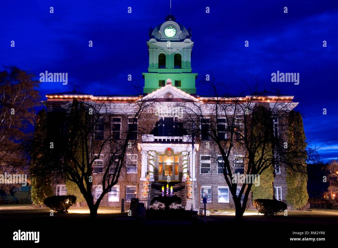 Crook County Courthouse at night, Prineville, Oregon. - Stock Image