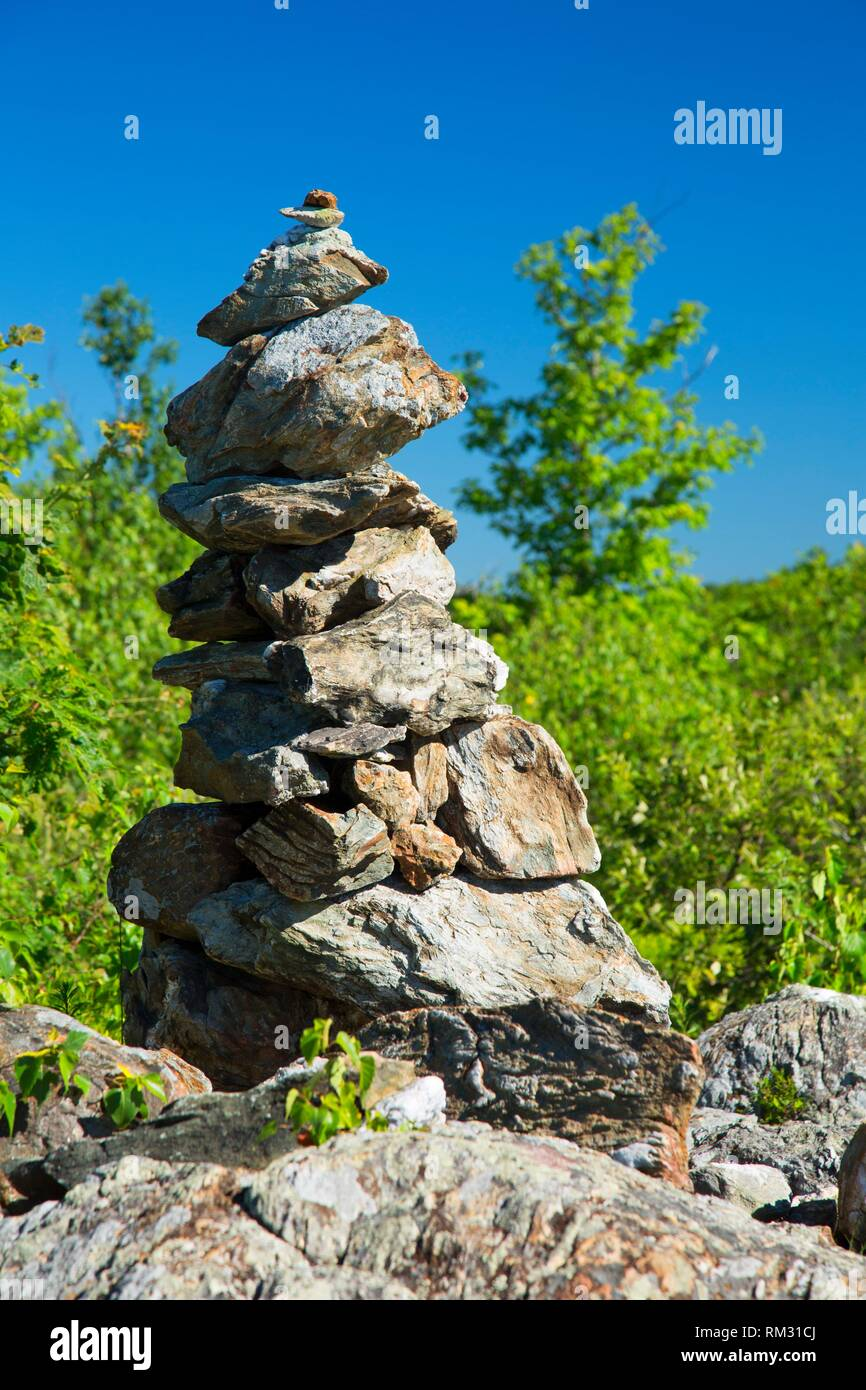 Round Mountain summit cairn along trail, Litchfield County, Connecticut. - Stock Image