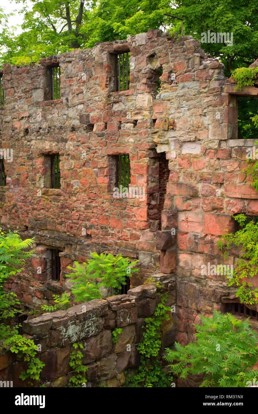 Cellblock ruin, Old New-Gate Prison & Copper Mine Archaeological Preserve, Connecticut. - Stock Image