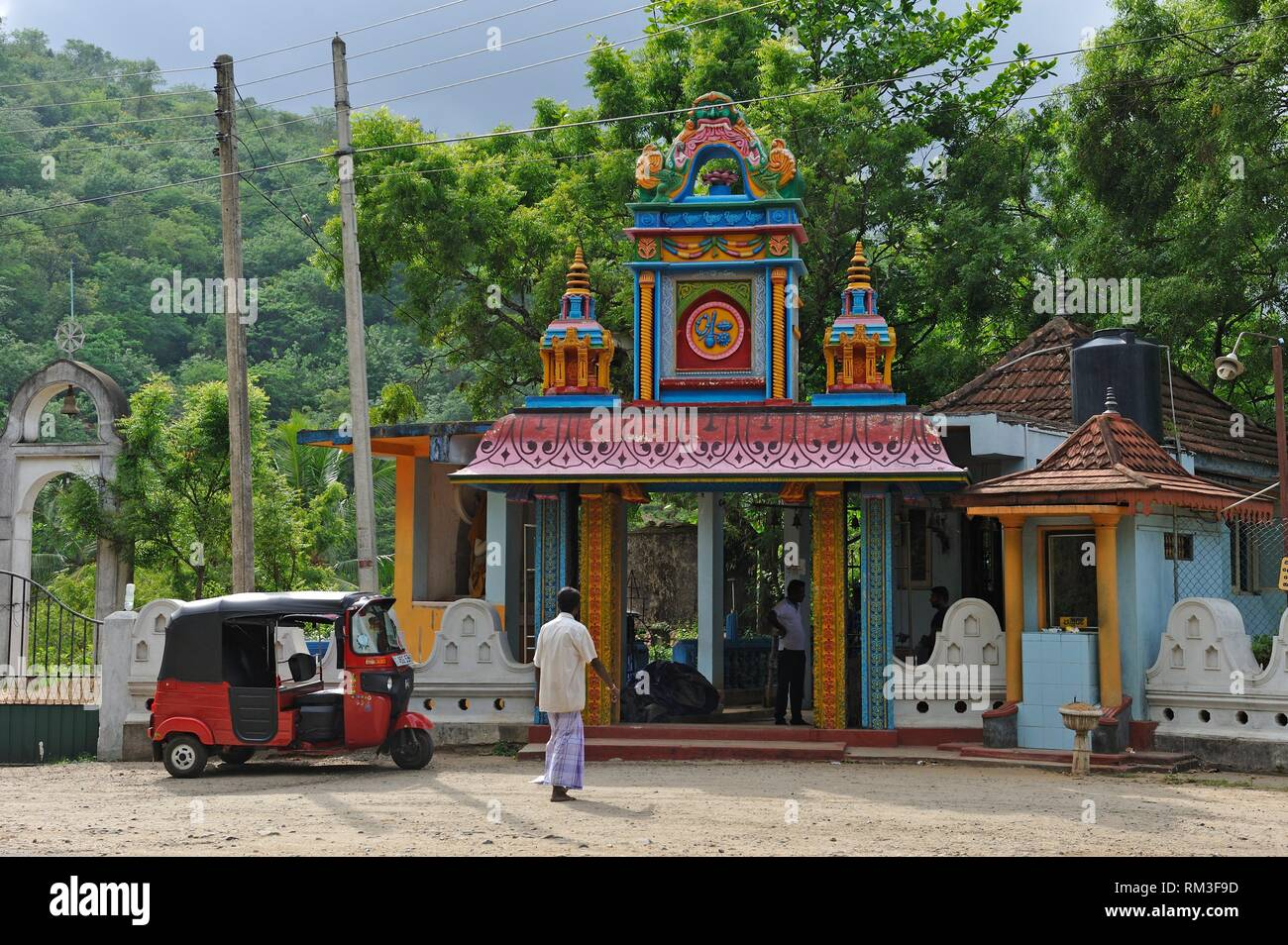Buddhist temple with Hinduist divinities at the road side, Badulla district, Sri Lanka, Indian subcontinent, South Asia. - Stock Image