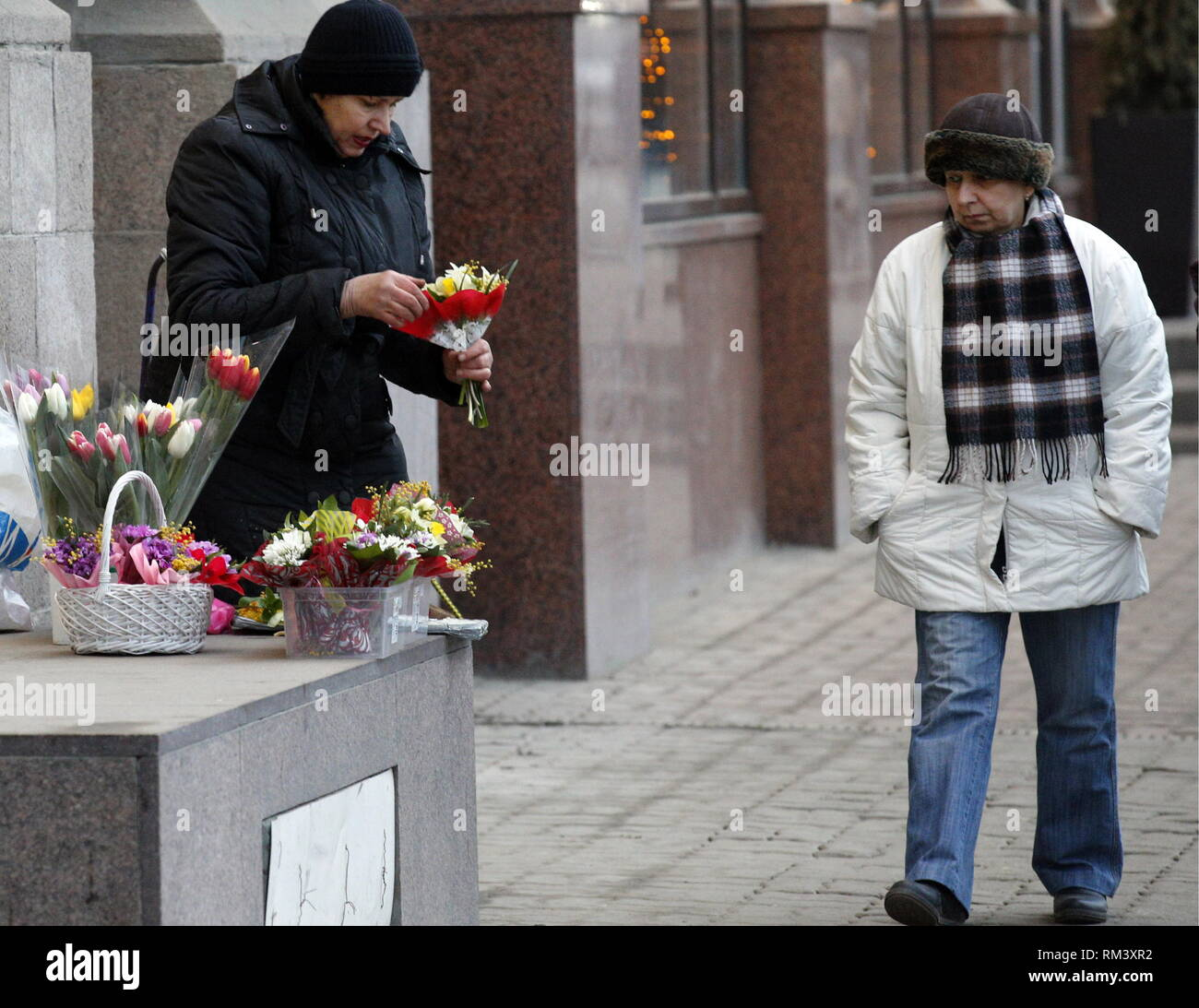 ROSTOV-ON-DON, RUSSIA - FEBRUARY 10, 2019: A woman selling flowers in a street. Valery Matytsin/TASS - Stock Image