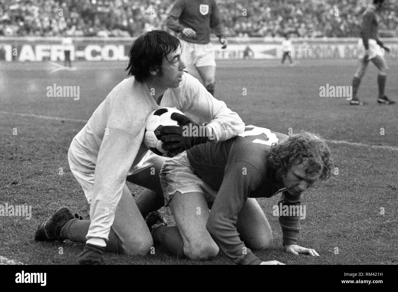 Gordon BANKS, England goalkeeper, football, action, parade, with Bobby MOORE, in a defensive action, playing Germany - England 0: 0 on 13.05.1972 in Berlin, Â | usage worldwide - Stock Image