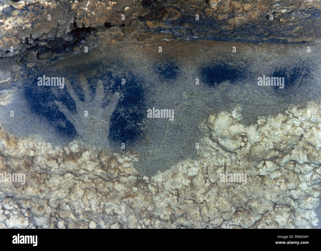 Panel of the points horses (Paintings Room, Pech-Merle Cave). Detail of a hand in negative in black color accompanied by points of the same color. Upper Paleolithic, Magdalenian Culture. Midi-Pyrenees, France. - Stock Image