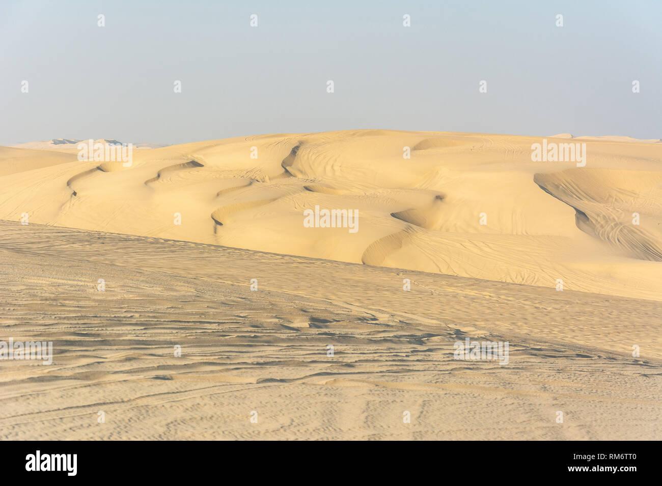 Sand dunes in Khor Al Adaid desert in Qatar. - Stock Image