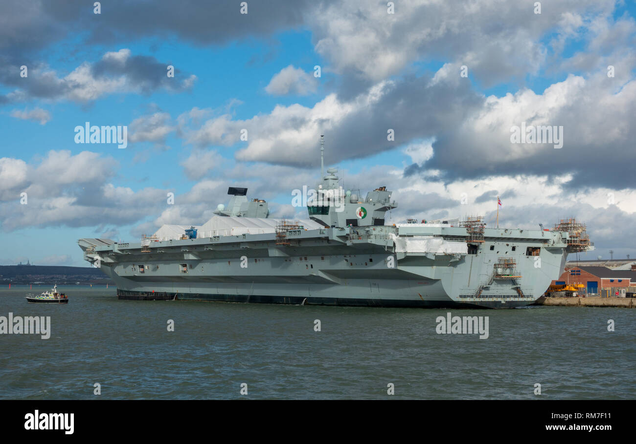 HMS Queen Elizabeth aircraft carrier in Portsmouth Harbour - Stock Image