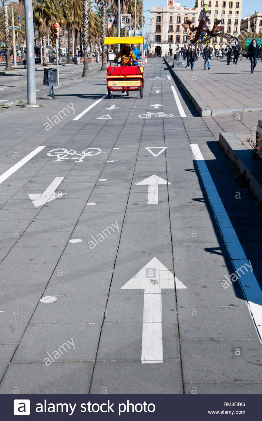 Becak, bicicletas para pasear a turistas en el Moll de la Fusta, Barcelona, Ciutat Vella, España - Stock Image