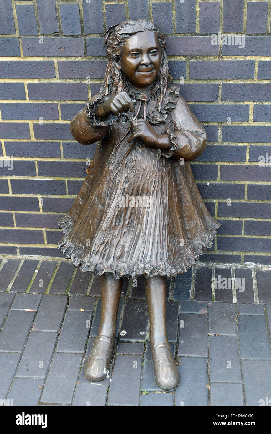 Statue of the daughter Joyce of Dr Alfred Salter (16 June 1873 – 24 August 1945) in Bermondsey who was a British medical practitioner and Labour Party politician. - Stock Image