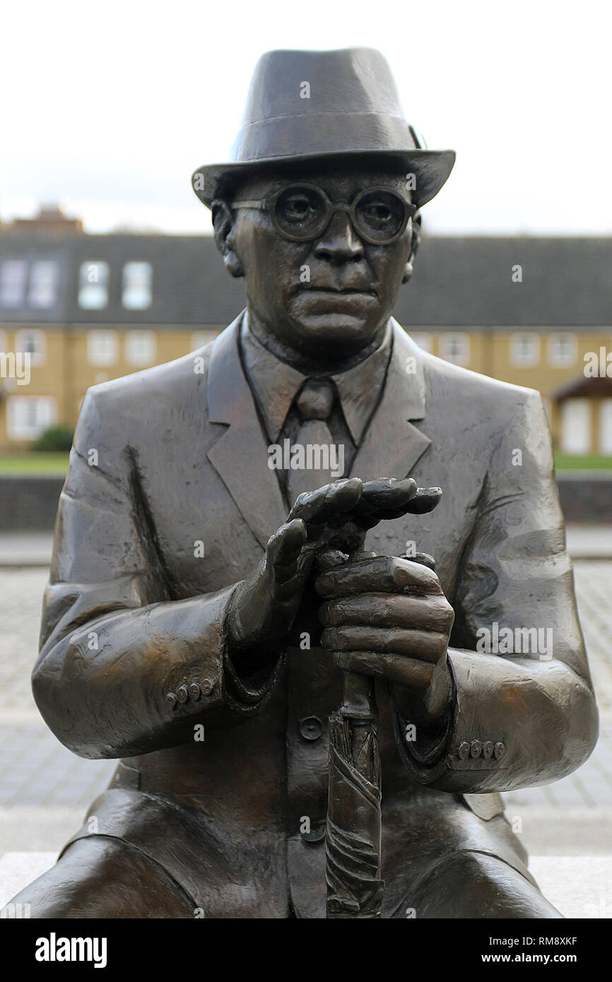 Statue of Dr Alfred Salter (16 June 1873 – 24 August 1945) in Bermondsey who was a British medical practitioner and Labour Party politician. - Stock Image