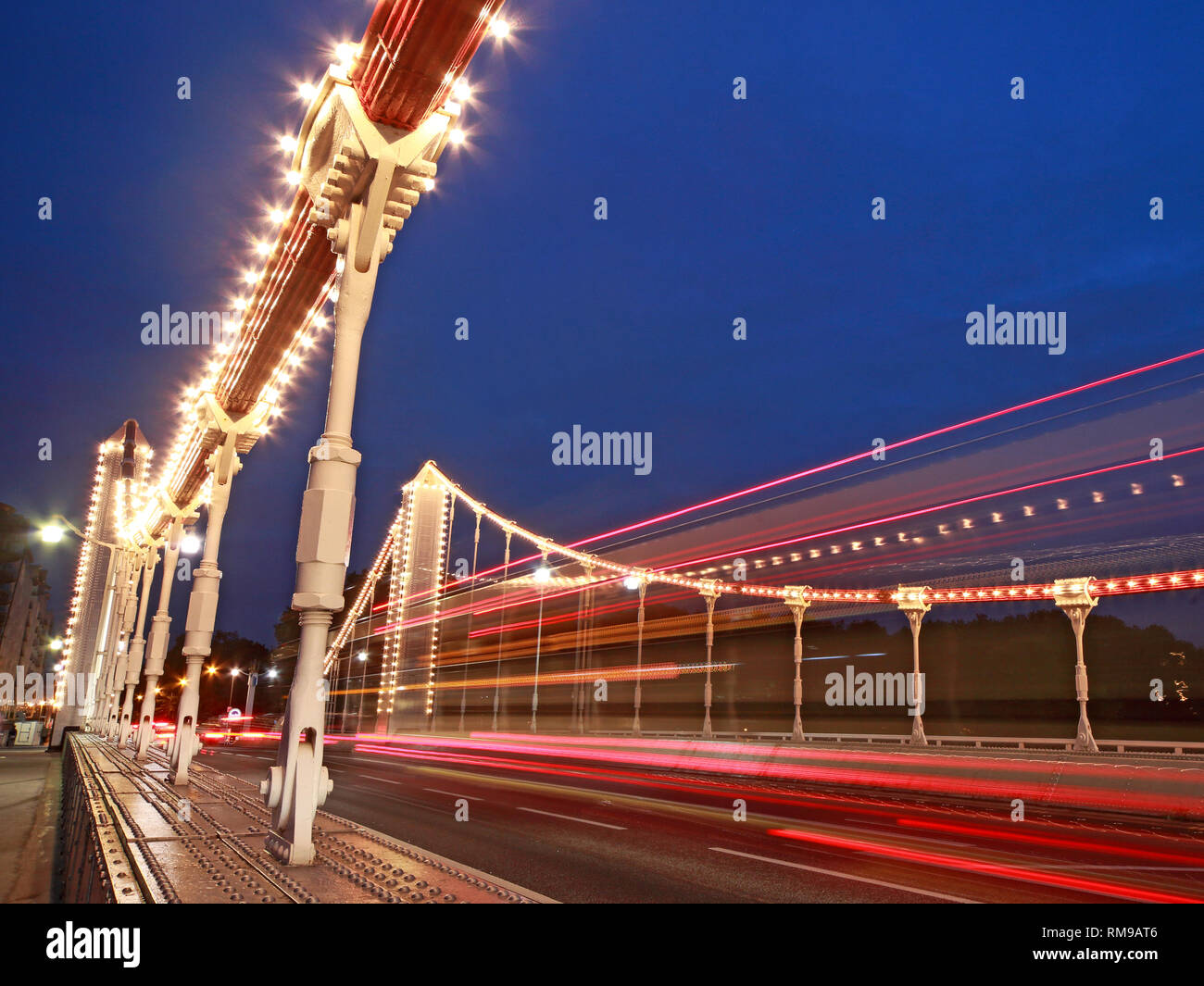 Dusk at Chelsea Bridge over the Thames, Chelsea Bridge Rd, London SW3 4SL - Stock Image