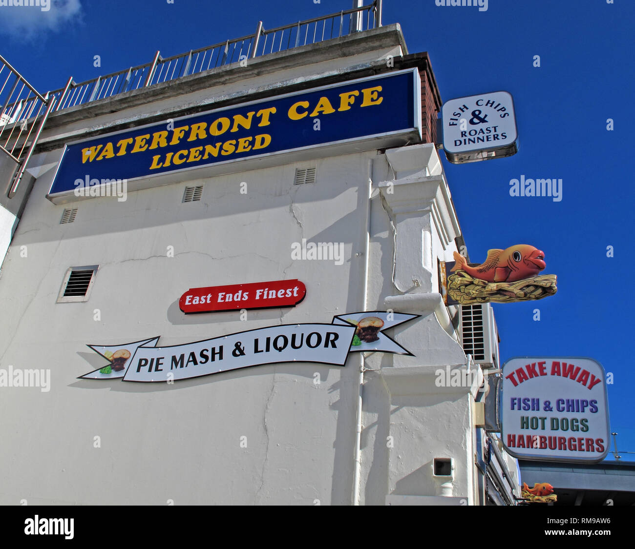 Southend, Waterfront Cafe, Fast Food, East Ends Finest Pie and Mash, Liquor, Fish & Chips, Roast Dinners, Southend Seafront, Essex, England, UK - Stock Image