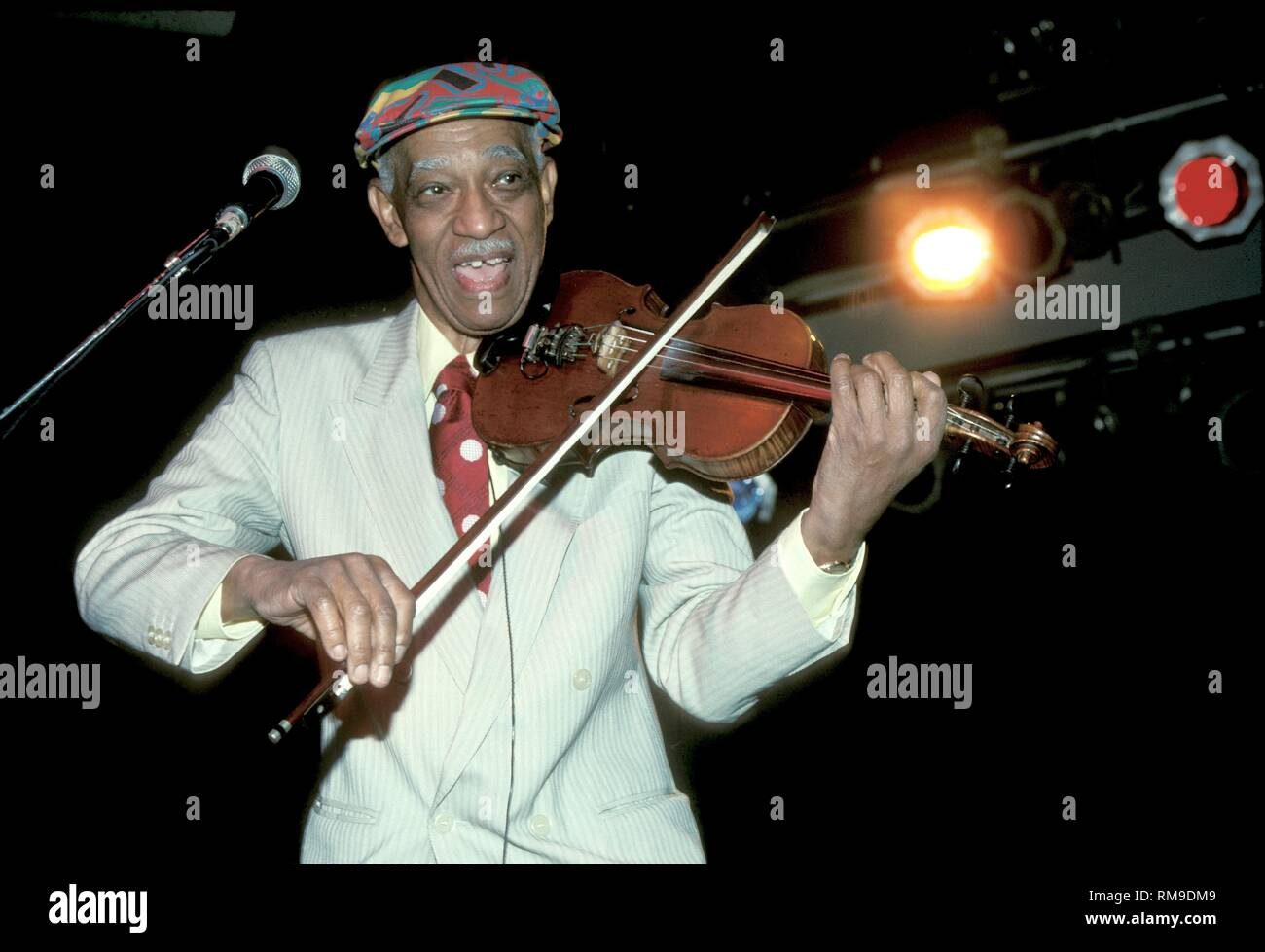 Violinist Papa John Creach of the Jefferson Airplane is shown performing on stage during a 'live'concert appearance. - Stock Image