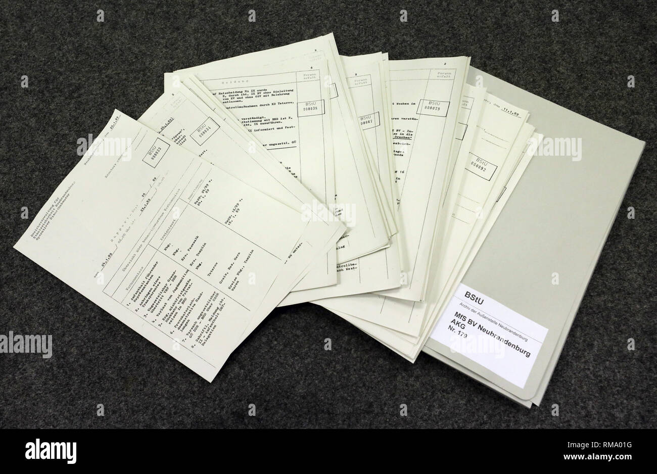 """Neubrandenburg, Germany. 05th Feb, 2019. A """"Report Report"""" of the Stasi in the Archive of the Neubrandenburg Branch Office of the Federal Commissioner for Stasi Files BStU. In a monthly series of events, the Neubrandenburg branch office of the BStU provides information about these """"Rapport-Berichte"""" from the time of upheaval. Before each reading there is a guided tour through the archive. Credit: Bernd Wüstneck/dpa-Zentralbild/ZB/dpa/Alamy Live News Stock Photo"""