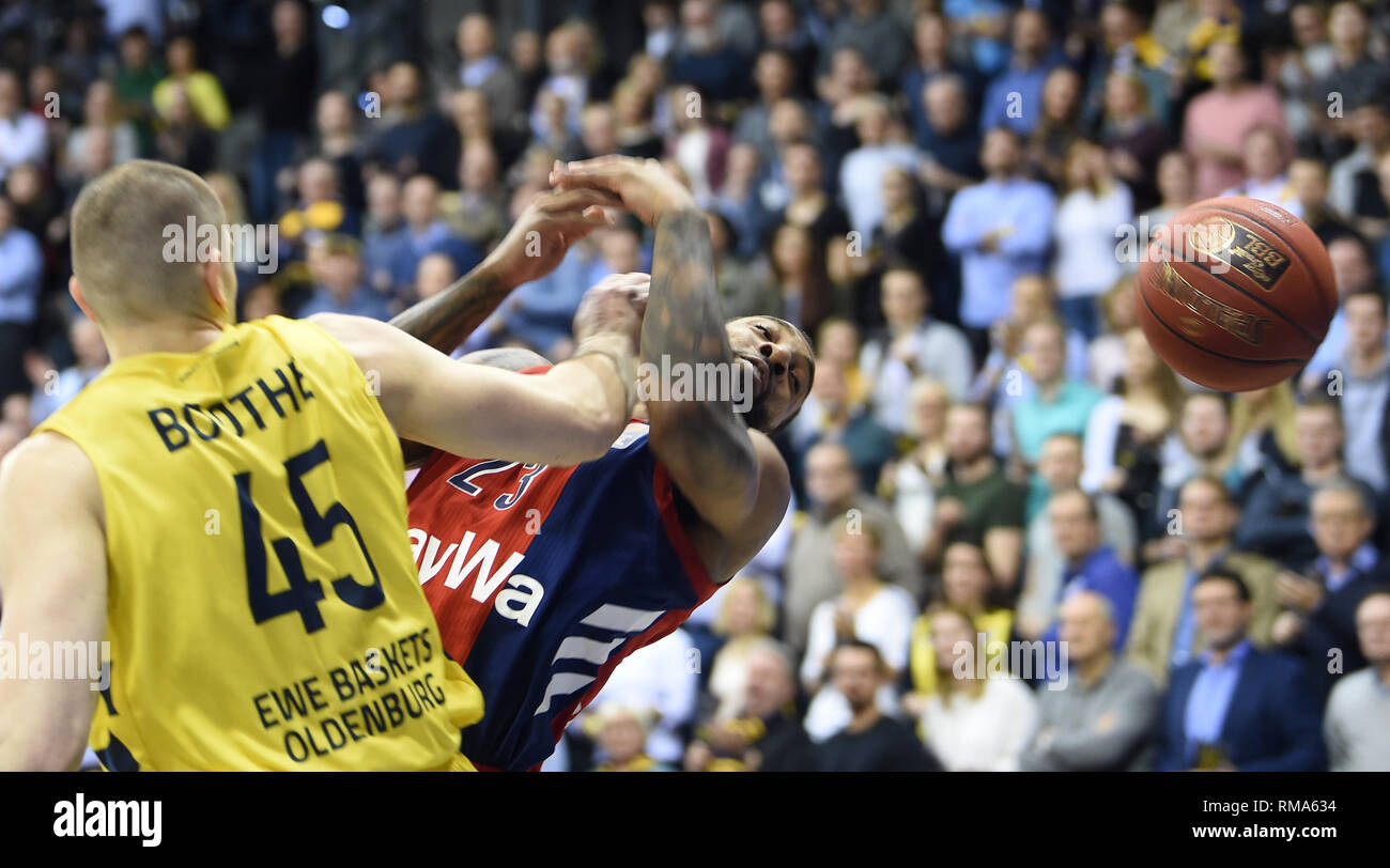Oldenburg, Germany. 14th Feb, 2019. Basketball: Bundesliga, EWE Baskets Oldenburg - FC Bayern Munich, main round, 21st matchday. Oldenburg's Nathan Boothe (l) fouls Munich's Derrick Williams. Credit: Carmen Jaspersen/dpa/Alamy Live News - Stock Image