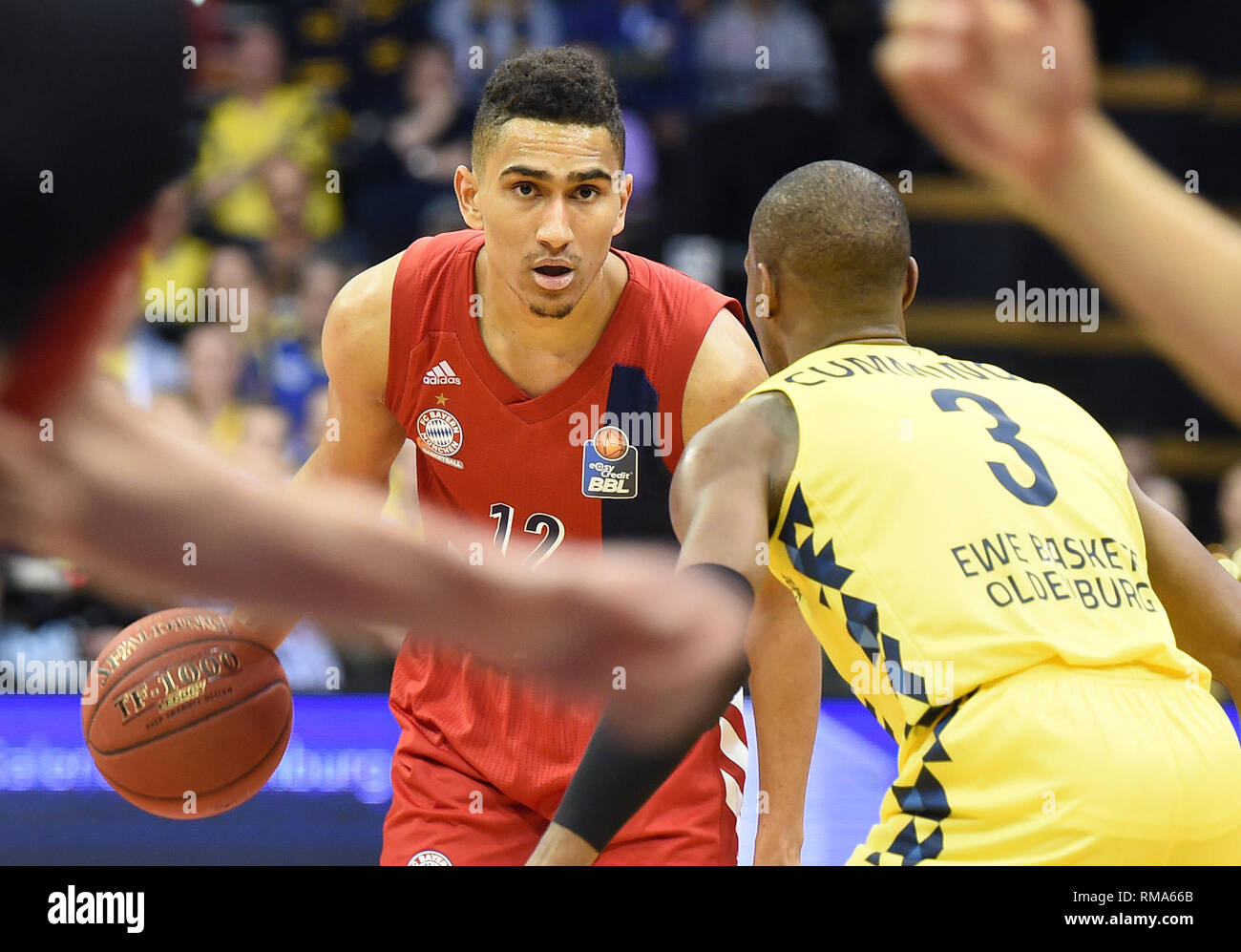 14 February 2019, Lower Saxony, Oldenburg: Basketball: Bundesliga, EWE Baskets Oldenburg - FC Bayern Munich, main round, 21st matchday. Oldenburg's Willima Cummings (r) tries to disturb Munich's Maodo Lo. Photo: Carmen Jaspersen/dpa - Stock Image