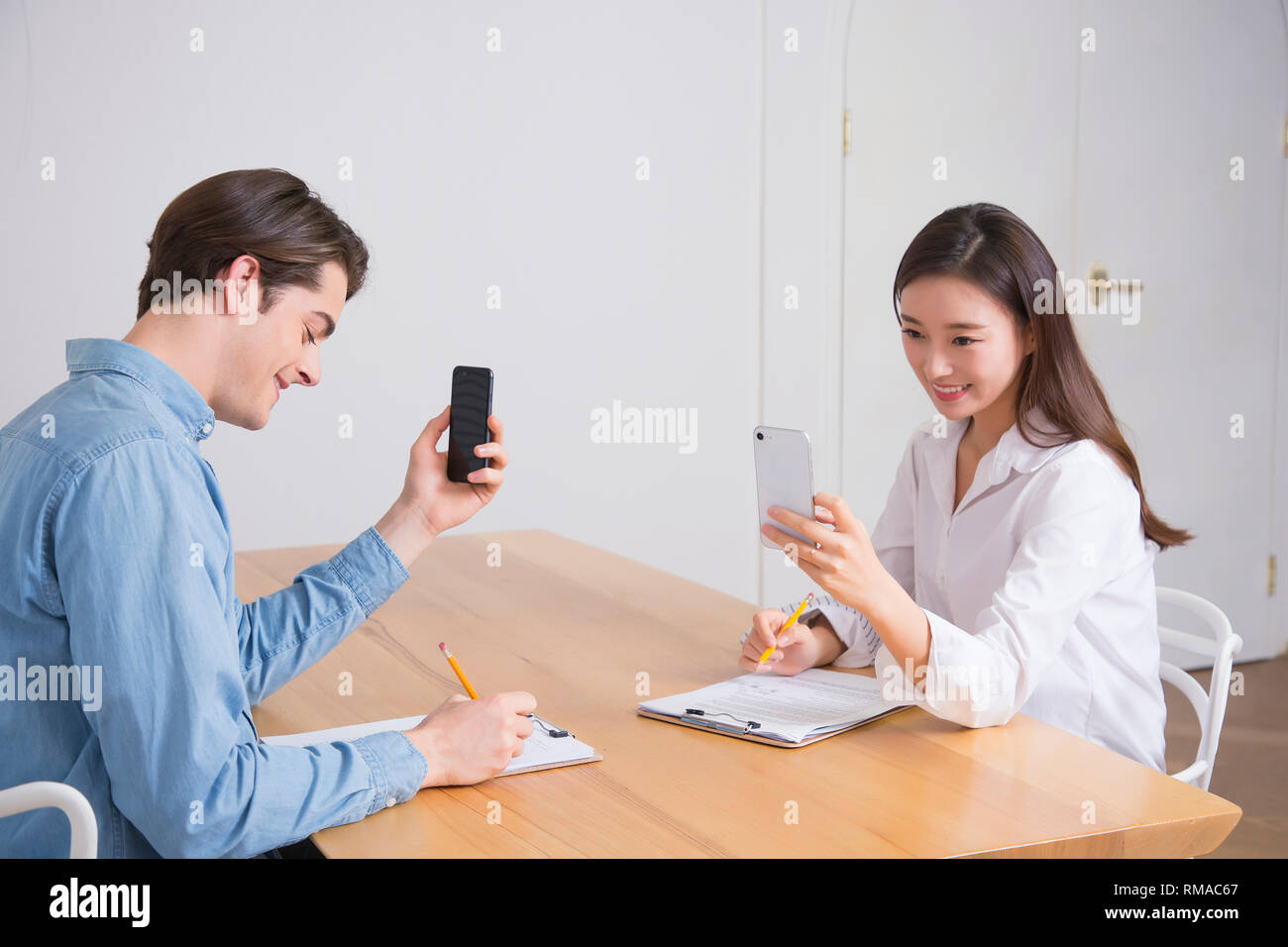 Conceptual photo study another foreign language on/off line verbal courses 053 - Stock Image