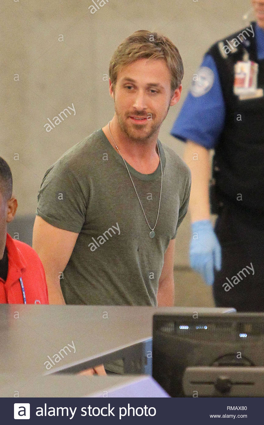 094d11ff0 Los Angeles, CA - Ryan Gosling carries his big dog George up the ...
