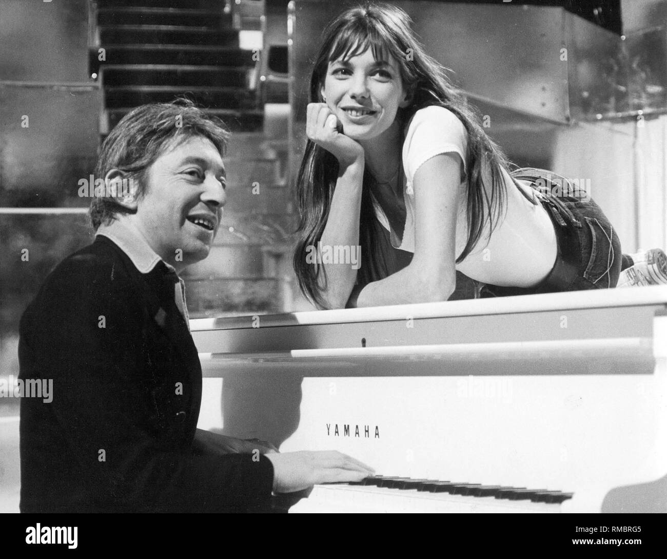 Serge Gainsbourg And Jane Birkin At The Liedercirkus In Munich Stock Photo Alamy