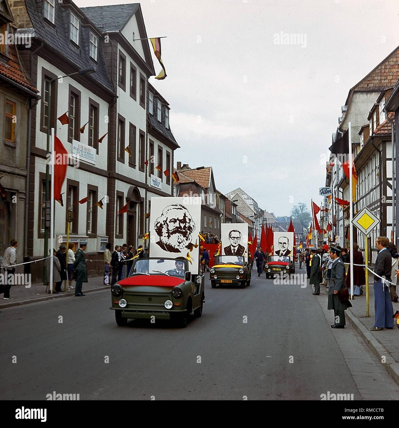 On May Day portraits of Karl Marx and SED officials are driven through the streets of Heiligenstadt on Trabant convertibles. - Stock Image