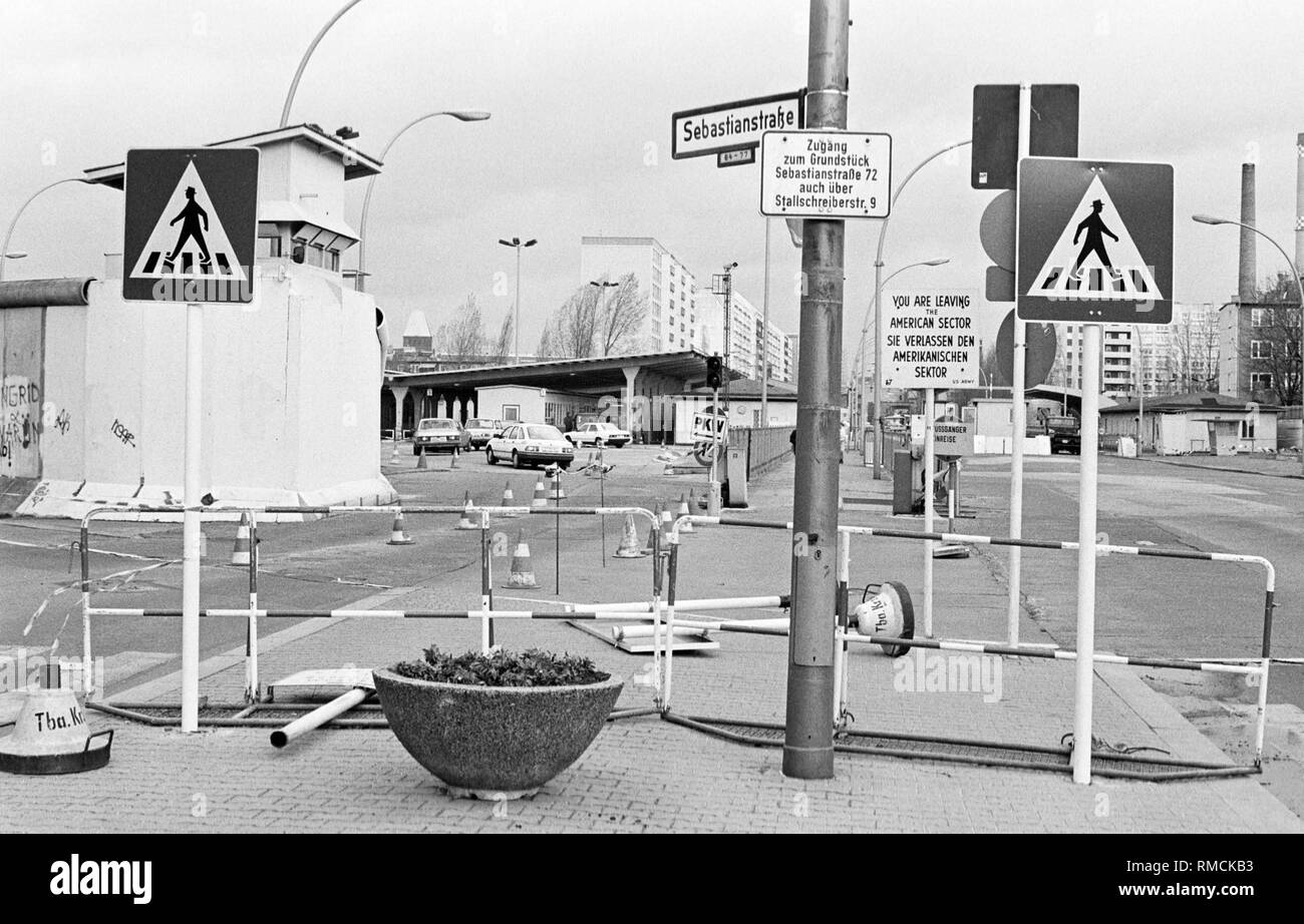 Partially dismantled border crossing at Heinrich-Heine-Strasse in the district of Kreuzberg. Until the introduction of the monetary union between the FRG and the GDR in July 1990, the border crossings primarily serve the customs clearance of goods traffic. - Stock Image