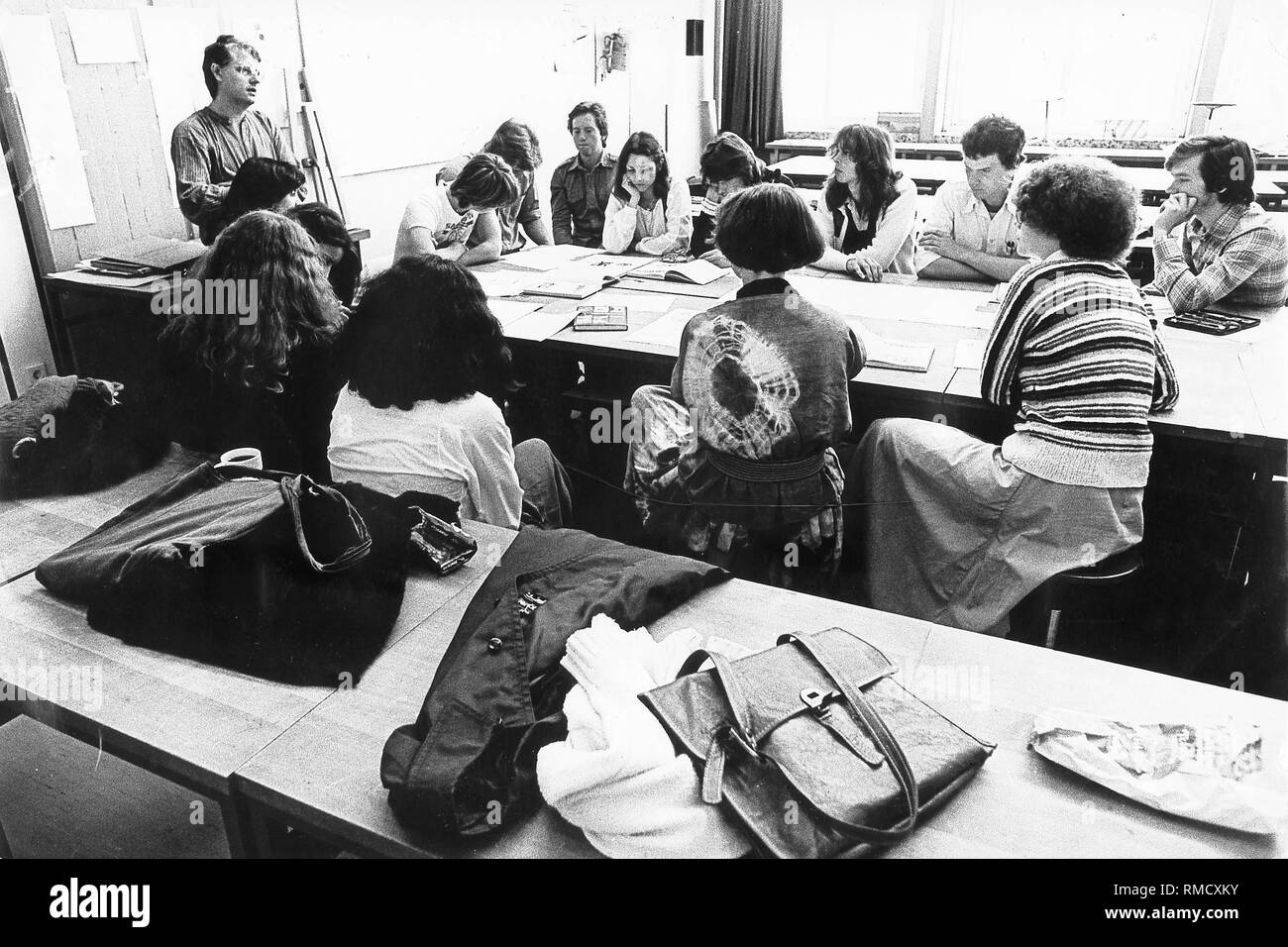 Pupils of the 12th year of the Gesamtschule Muelheim an der Ruhr during a discussion of an art exam. Stock Photo