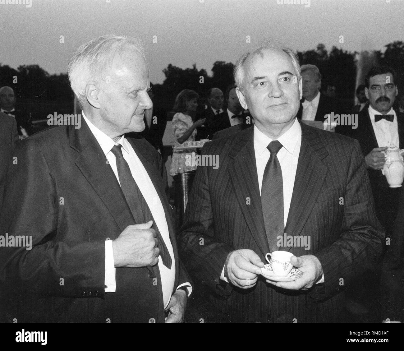 Carl Friedrich von Weizsaecker and Mikhail Gorbachev on the occasion of a meeting in Castle Augustusburg on June 13, 1989. - Stock Image