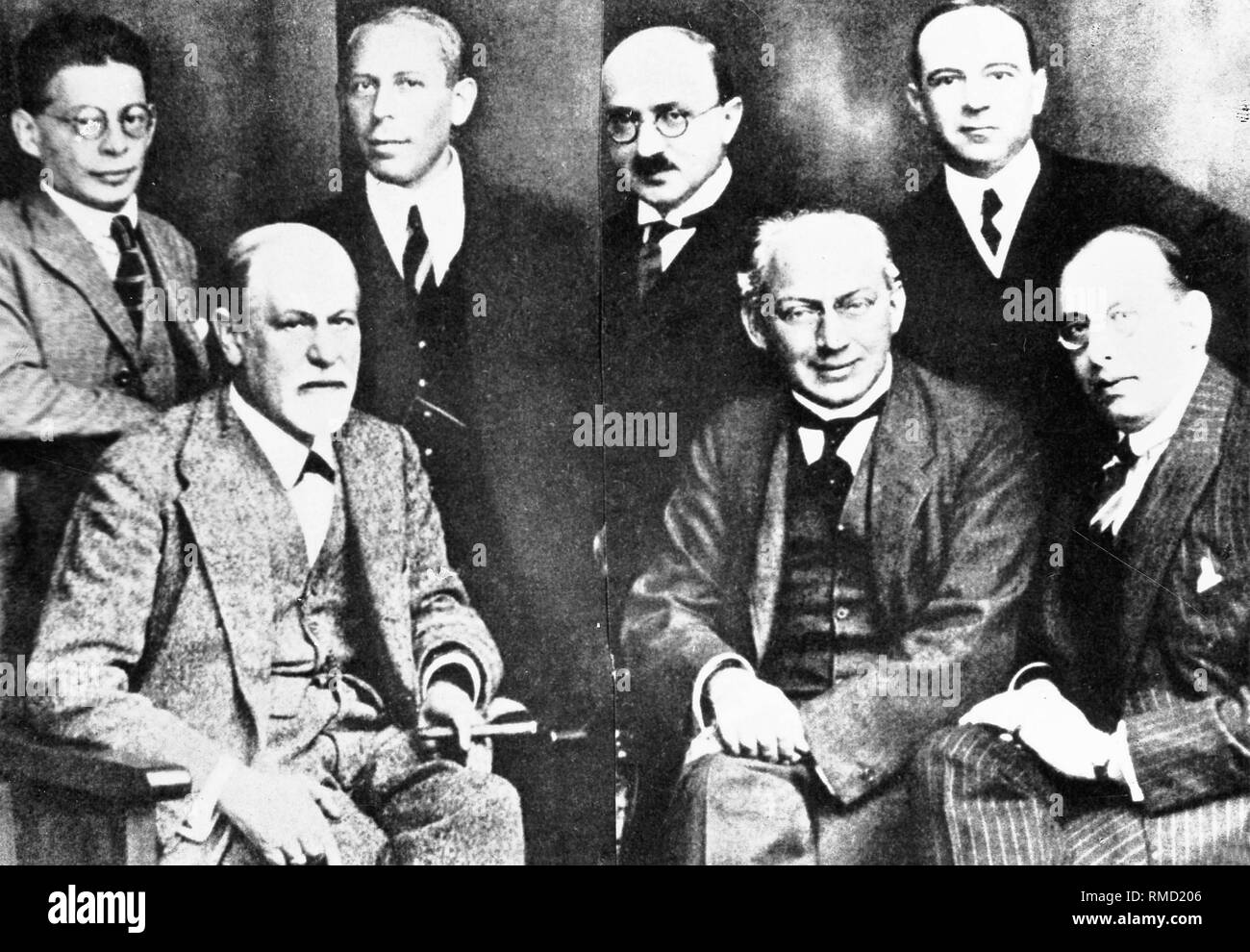 Sigmund Freud (right front) and the 'Secret Committee': Karl Abraham, (standing, second from the left), Max Eitingon (standing, second from the right), Sandor Ferenczi (sitting, second from the right), Ernest Jones ( standing, first from the right), Otto Rank (standing, first from left), Hans Sachs (sitting, first from right). - Stock Image