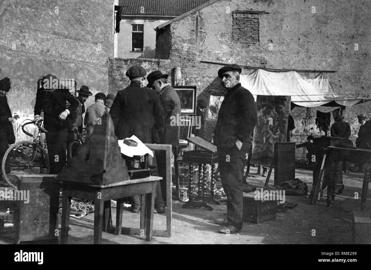 italy, piemonte, turin, mercato delle cianfrusaglie, 1915 - Stock Image