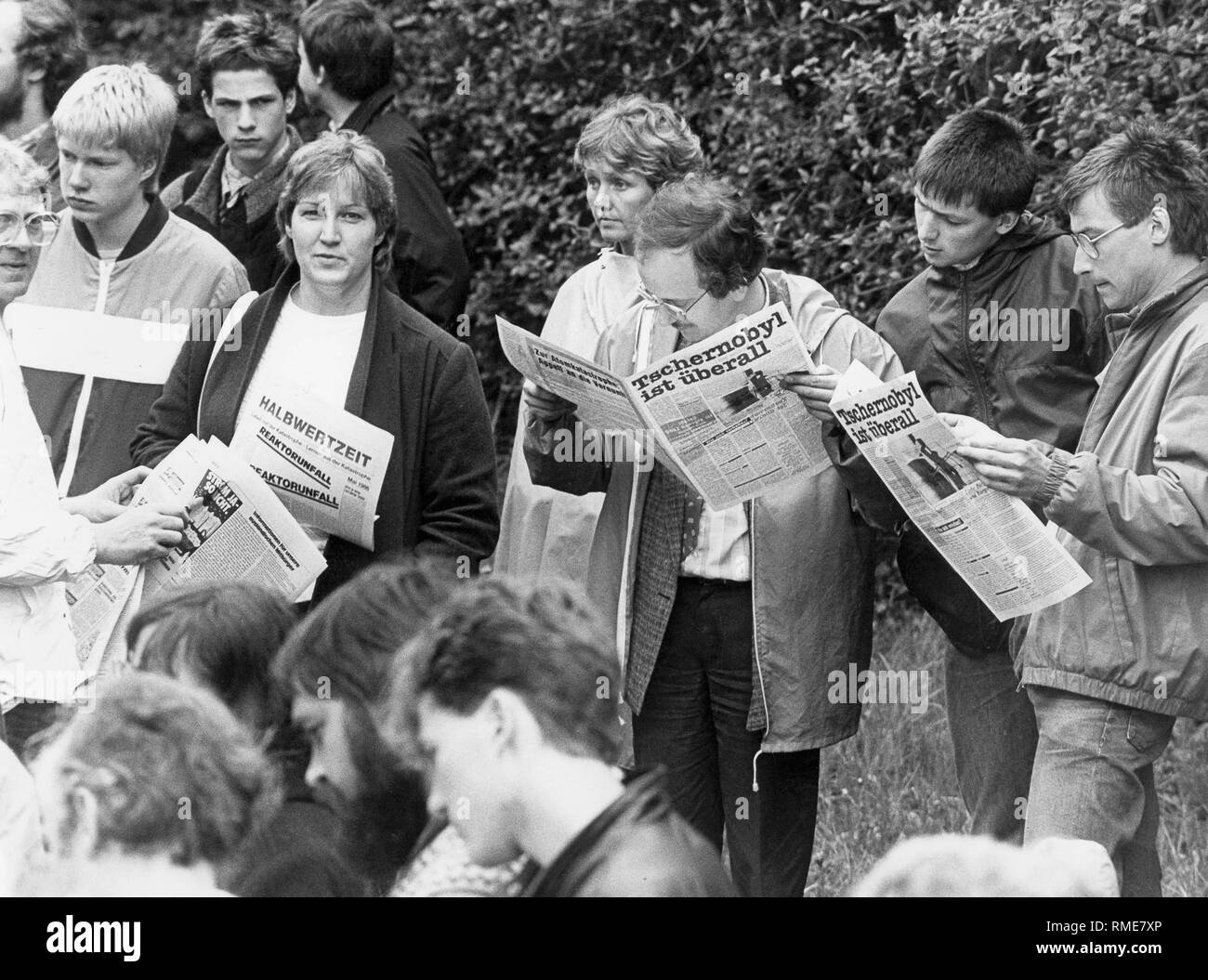 Protesters call for the immediate shutdown of the Hamm-Uentrop nuclear power plant and hold journals bearing the words 'Chernobyl is everywhere' during the blockade of the gates. - Stock Image
