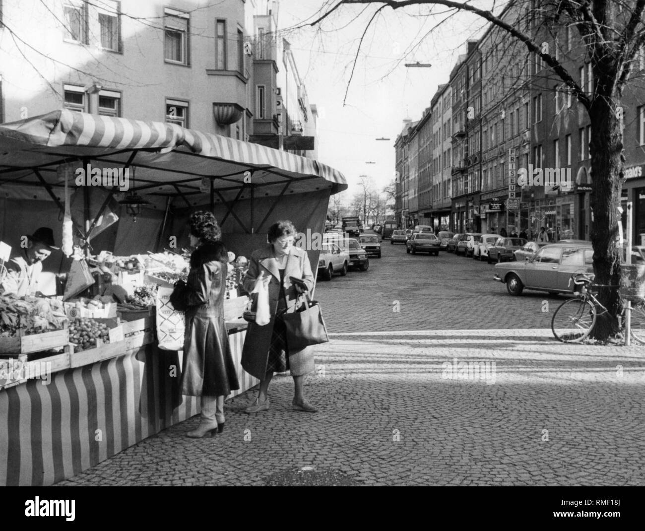 Street Hairdresser Black And White Stock Photos Images Alamy