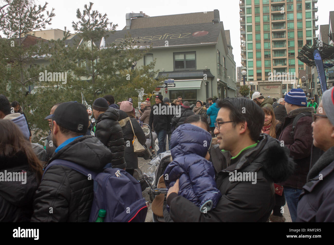 Crowd of onlookers at family friendly festival - Stock Image