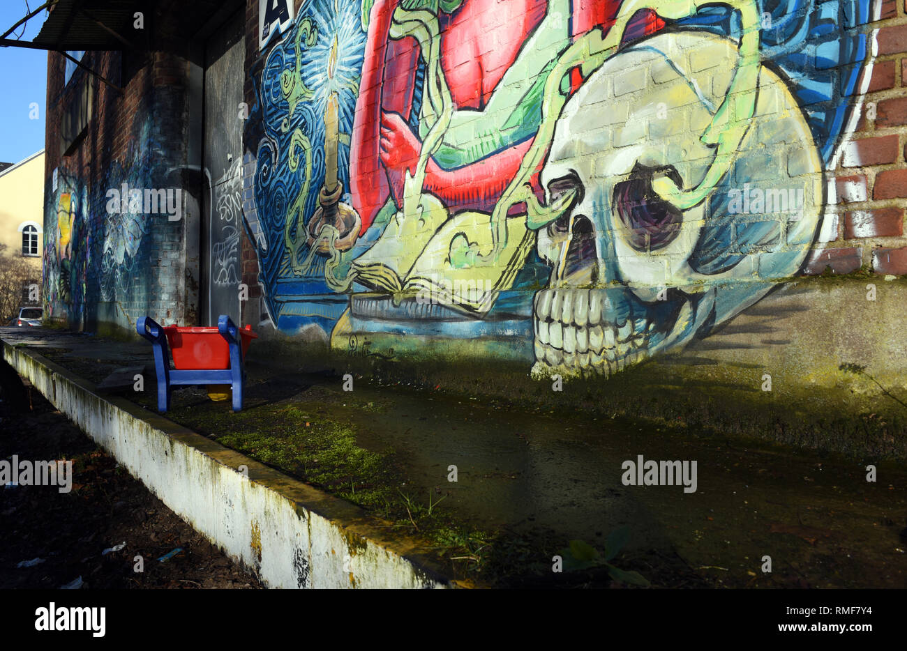 Krefeld, Germany. 11th Feb, 2019. 'Street Art Art' (partial view) at the building of the 'Rhine Side Gallery' on the banks of the Rhine in the district of Uerdingen, which was created by the street art artist 'Ruben Poncia' as part of the event 'Rhine Side Gallery 2018' of the city of Krefeld. Credit: Horst Ossinger/dpa/Alamy Live News - Stock Image
