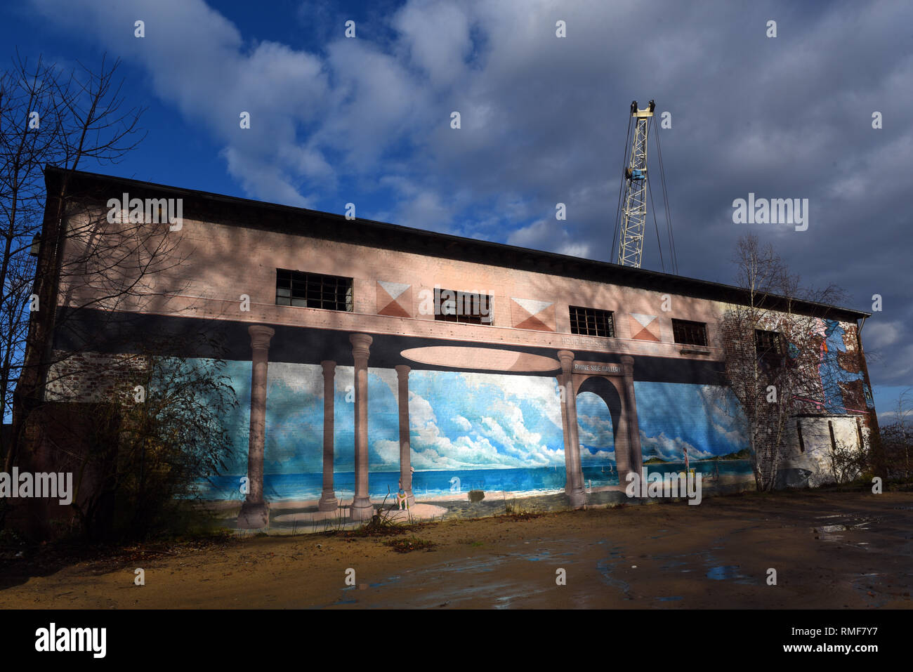 Krefeld, Germany. 11th Feb, 2019. 'Street Art Art' at the building of the 'Rhine Side Gallery' on the banks of the Rhine in the district of Uerdingen. Credit: Horst Ossinger/dpa/Alamy Live News - Stock Image