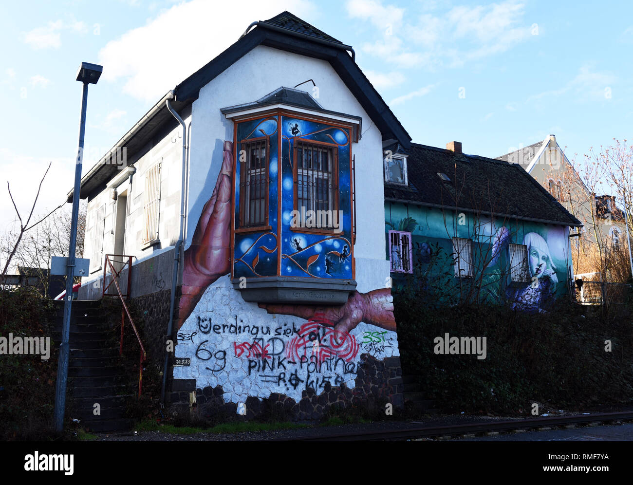 Krefeld, Germany. 11th Feb, 2019. 'Street Art Art' at a house on the banks of the Rhine in the district of Uerdingen, which was created by the street art artists 'Ketty Grossi' (l) and 'Maria Kudasheva' as part of the event 'Rhine Side Gallery 2018' of the city of Krefeld. Credit: Horst Ossinger/dpa/Alamy Live News - Stock Image