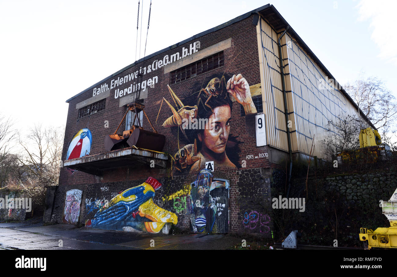 Krefeld, Germany. 11th Feb, 2019. 'Street Art' at a warehouse on the banks of the Rhine in the district of Uerdingen, which was created by street art artists as part of the 'Rhine Side Gallery 2018' event organized by the city of Krefeld. The woman's head (top right) is by the artist 'Andry del Rocia'. Credit: Horst Ossinger/dpa/Alamy Live News - Stock Image