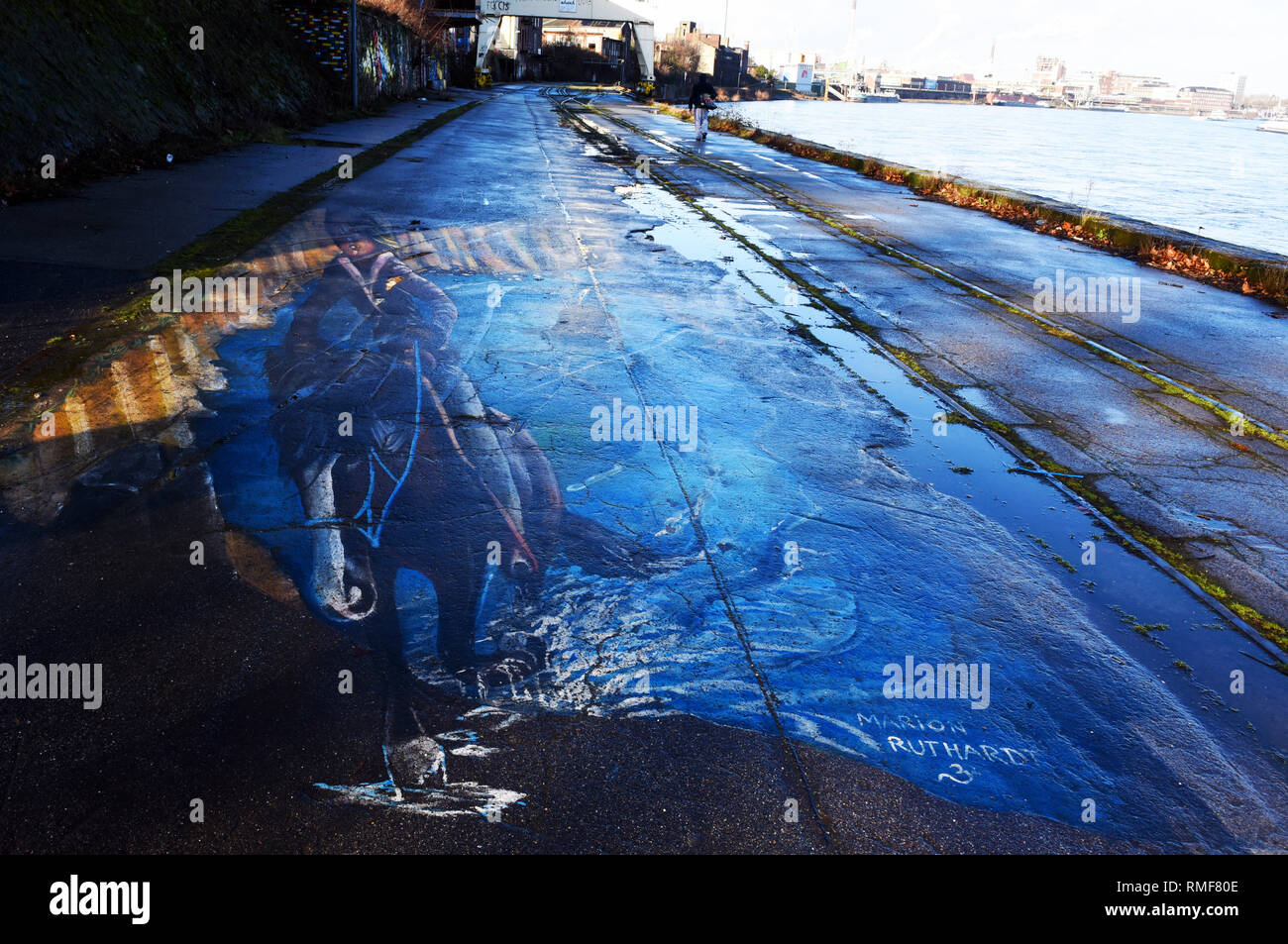 Krefeld, Germany. 11th Feb, 2019. 'Street Art Art' on the promenade on the banks of the Rhine in the district of Uerdingen, which was created by the street art artist 'Marion Ruthardt ' during the event 'Rhine Side Gallery 2018' of the city of Krefeld. Credit: Horst Ossinger/dpa/Alamy Live News - Stock Image
