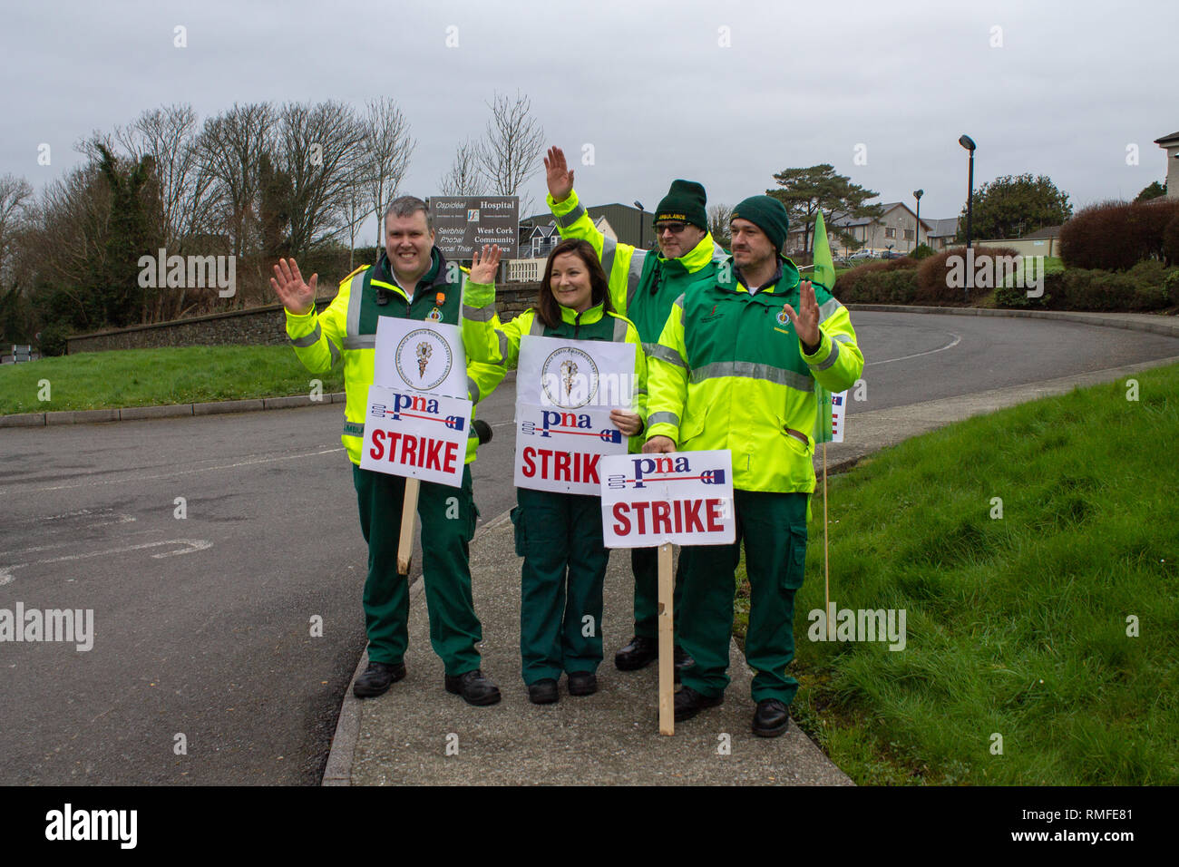 Skibbereen, West Cork, Ireland. 15th Feb 2019. PNA Strike picket line, Skibbereen, West Cork, Ireland, February 12th 2019 Ambulance personnel belonging to the Psychiatric Nurses Association (PNA) were out manning the picket line outside Skibbereen Community Hospital today as part of their nationwide industrial action. Credit: aphperspective/Alamy Live News - Stock Image