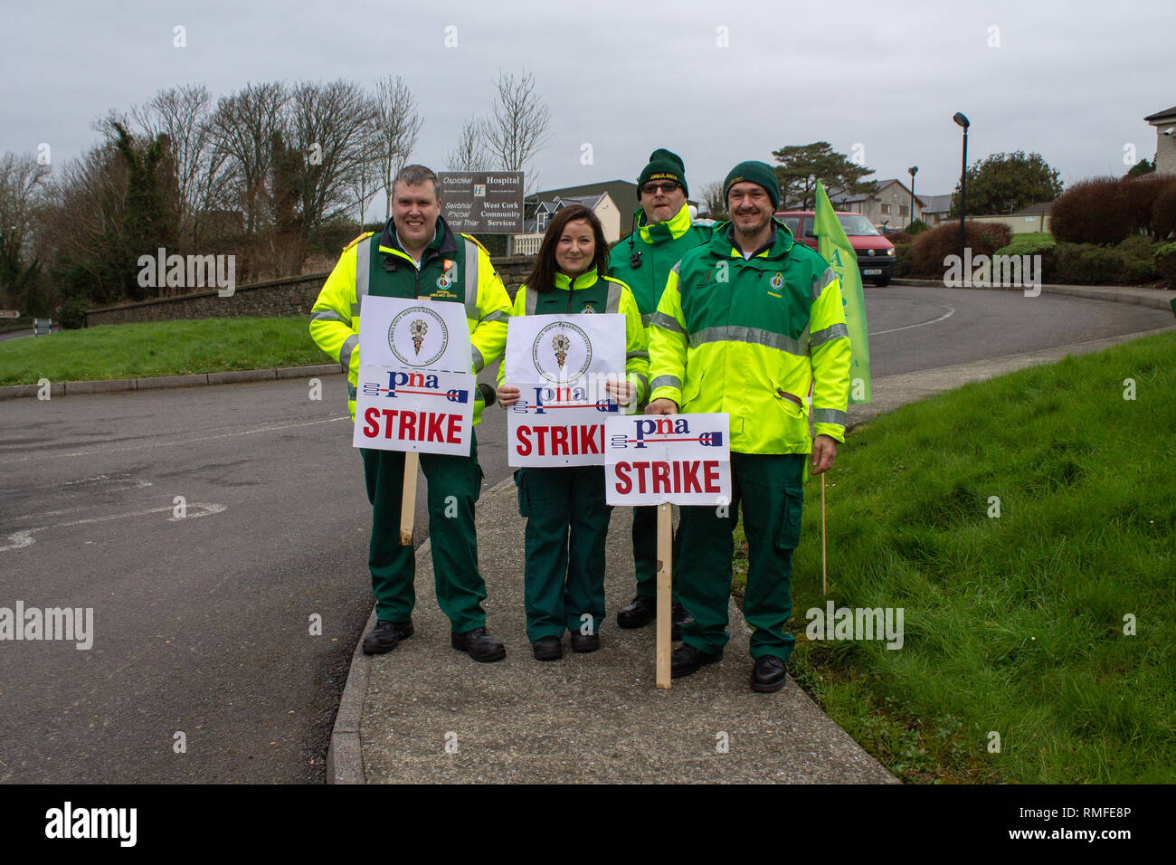 Skibbereen, West Cork, Ireland. 15th Feb 2019. PNA Strike picket line, Skibbereen, West Cork, Ireland, February 15th 2019 Ambulance personnel belonging to the Psychiatric Nurses Association (PNA) were out manning the picket line outside Skibbereen Community Hospital today as part of their nationwide industrial action. Credit: aphperspective/Alamy Live News - Stock Image