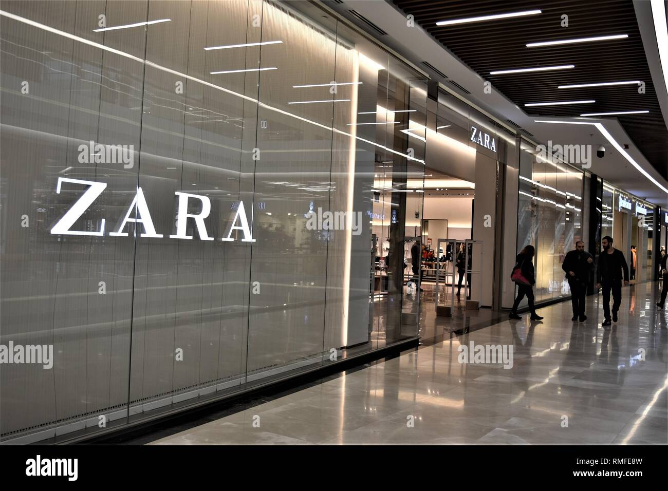 f622a816 Zara Clothing Stock Photos & Zara Clothing Stock Images - Alamy