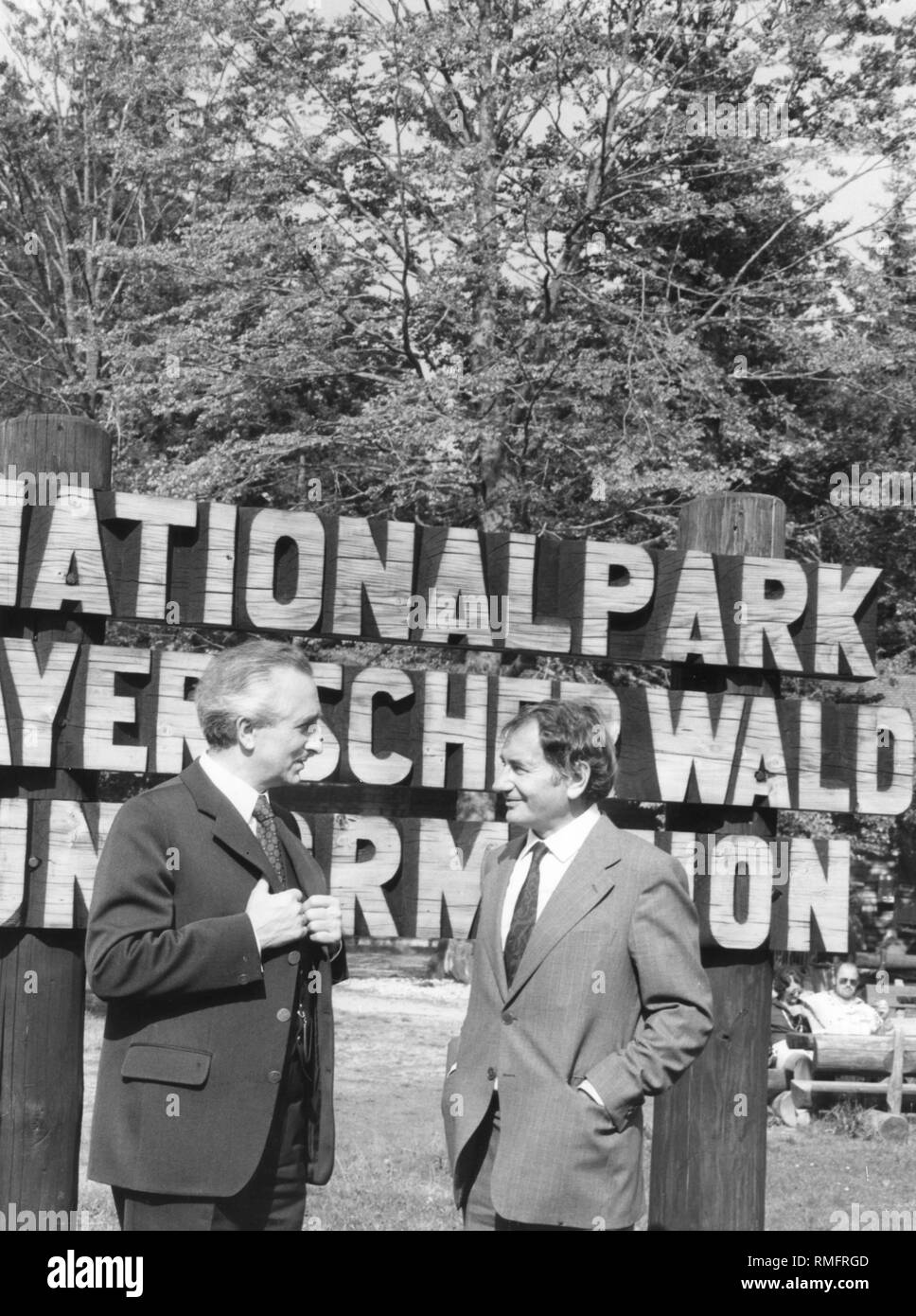 Horst Stern (right) at the entrance to the Bavarian Forest National Park. He receives the golden commemorative medal from the Minister of Agriculture Hans Eisenmann for his services to the National Park. Stock Photo