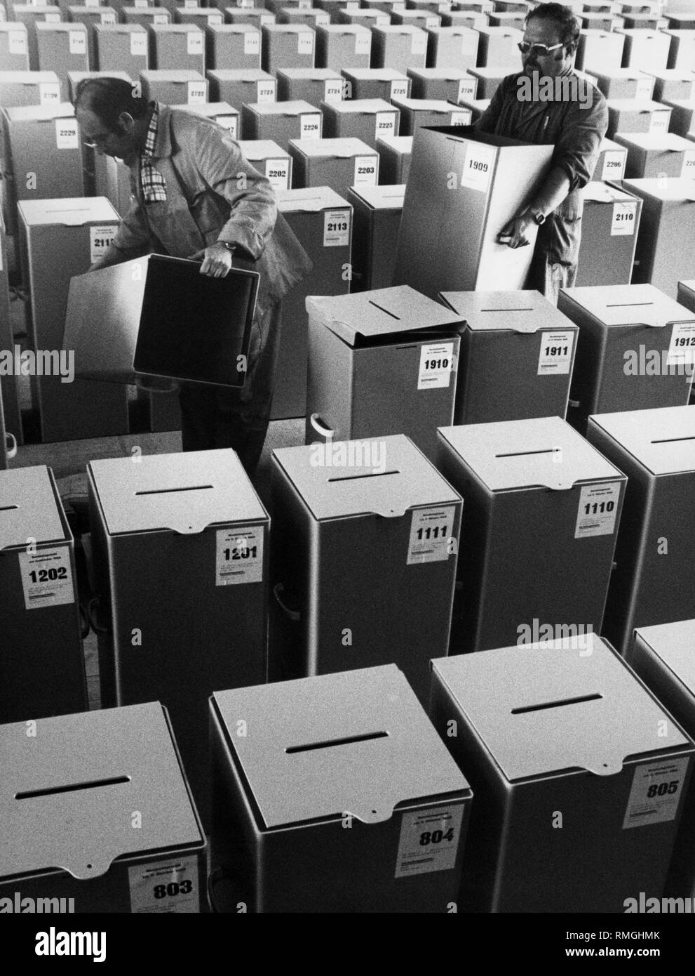 Ballot boxes, as here in the Munich electoral office, are being prepared for use in the federal elections on 5 October in all federal states. - Stock Image