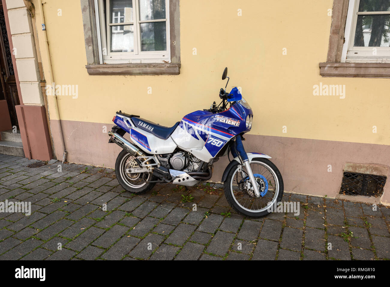STRASBOURG, FRANCE - SEP 15, 2018: Powerful Yamaha 750 Super Tenere motorcycle parked on a French street in Strasbourg - blue dream moto - Stock Image