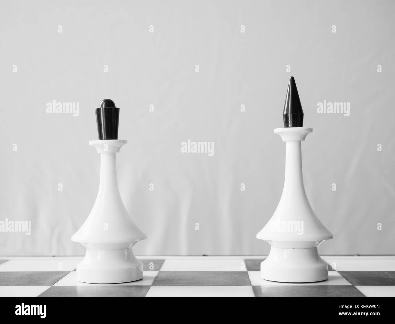 white chessman queen and king apart. couple divorce or distance relations concept - Stock Image