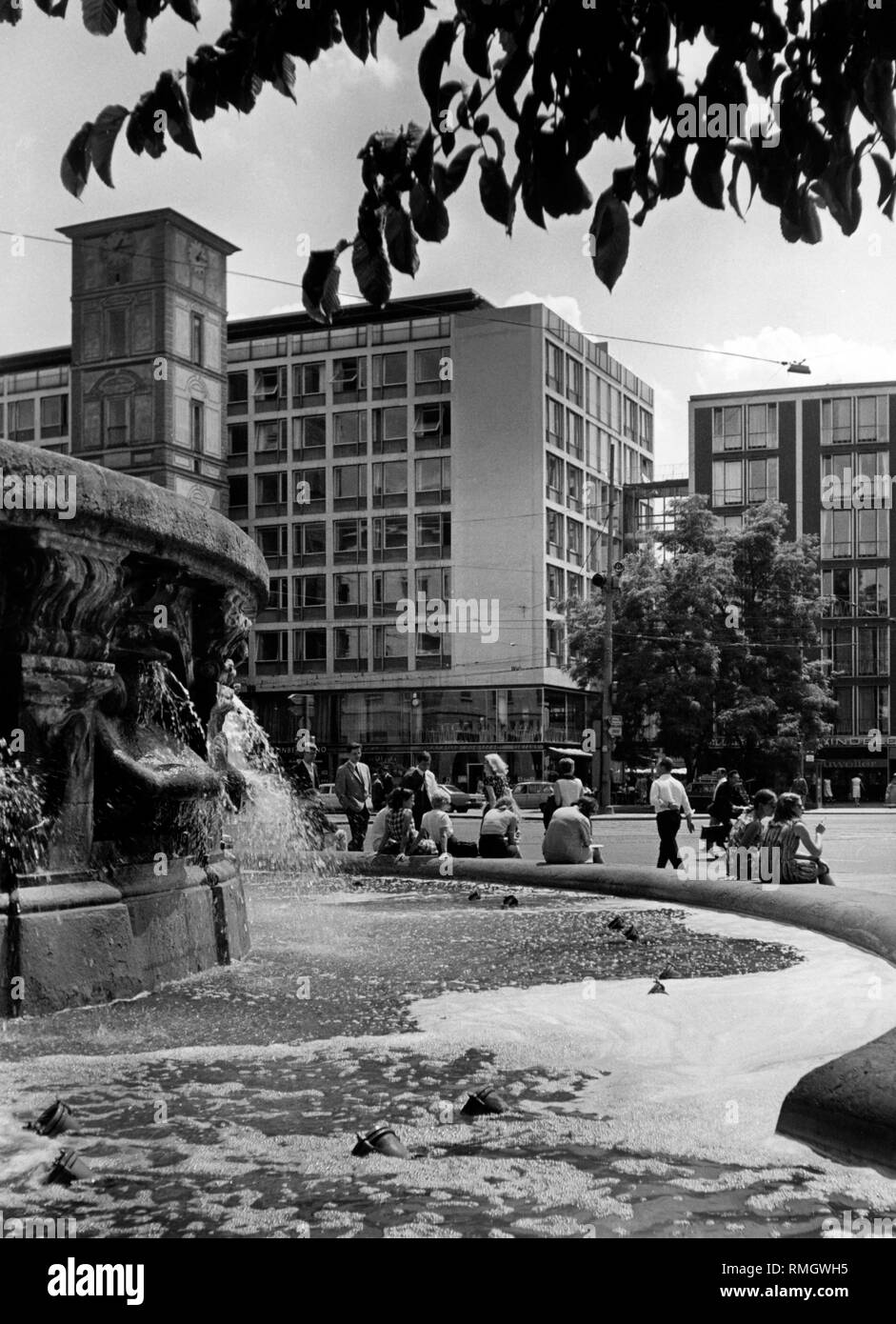 The Wittelsbacher Brunnen (fountain) and the Maxburg at the Lenbachplatz in Munich (undated picture). - Stock Image