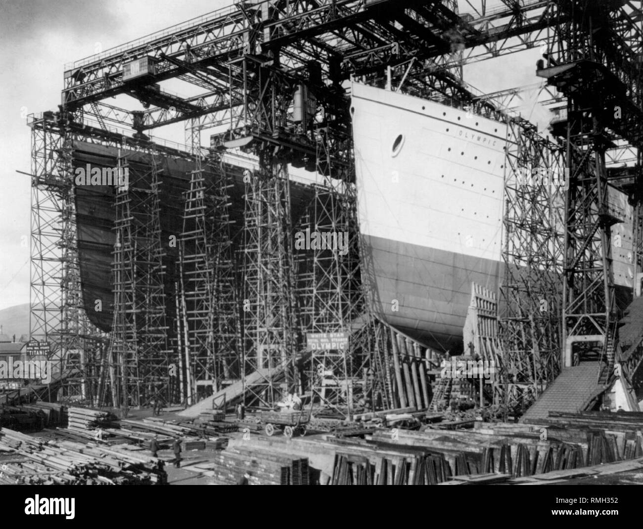 The Titanic and sister ship the Olympic in Harland Wolff Belfast shipyard in 1911 - Stock Image