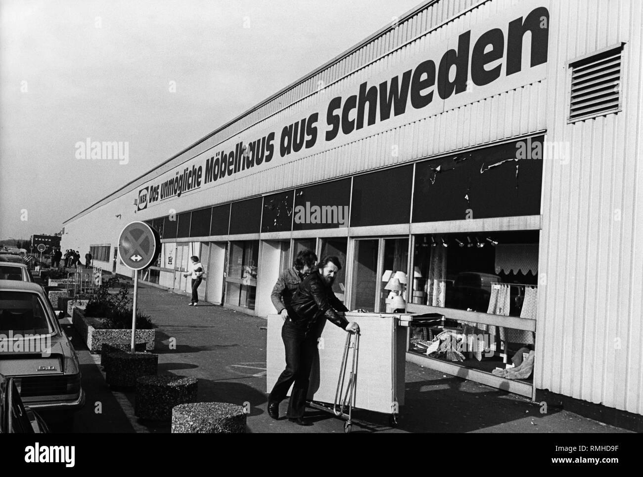 Subsidiary of the Swedish furniture chain Ikea in Dorsten in the northern Ruhr area. On the facade: 'Ikea - The impossible furniture store from Sweden'. - Stock Image